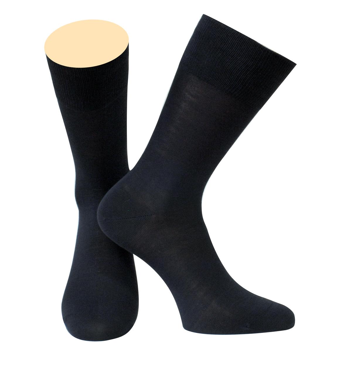 Носки мужские Collonil, цвет: черный. 142/01. Размер 42-43142/01Мужские носки Collonil изготовлены из мерсеризованного хлопка.Носки с удлиненным паголенком. Широкая резинка не сдавливает и комфортно облегает ногу.