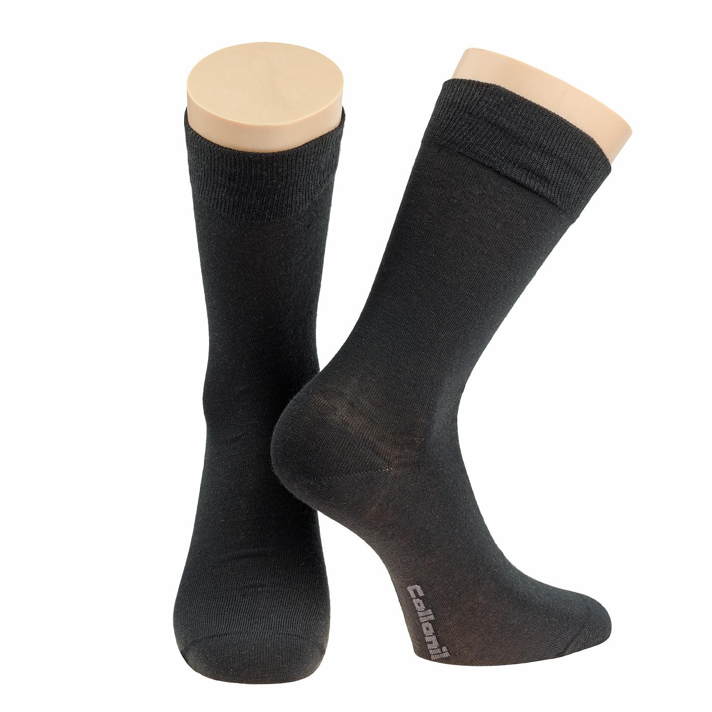 Носки мужские Collonil, цвет: черный. 2-03/01. Размер 44-462-03/01Мужские носки Collonil изготовлены из шерсти и термолайта (уникальное волокно, обеспечивающее максимум комфорта в холодное время).Носки с удлиненным паголенком. Широкая резинка не сдавливает и комфортно облегает ногу.