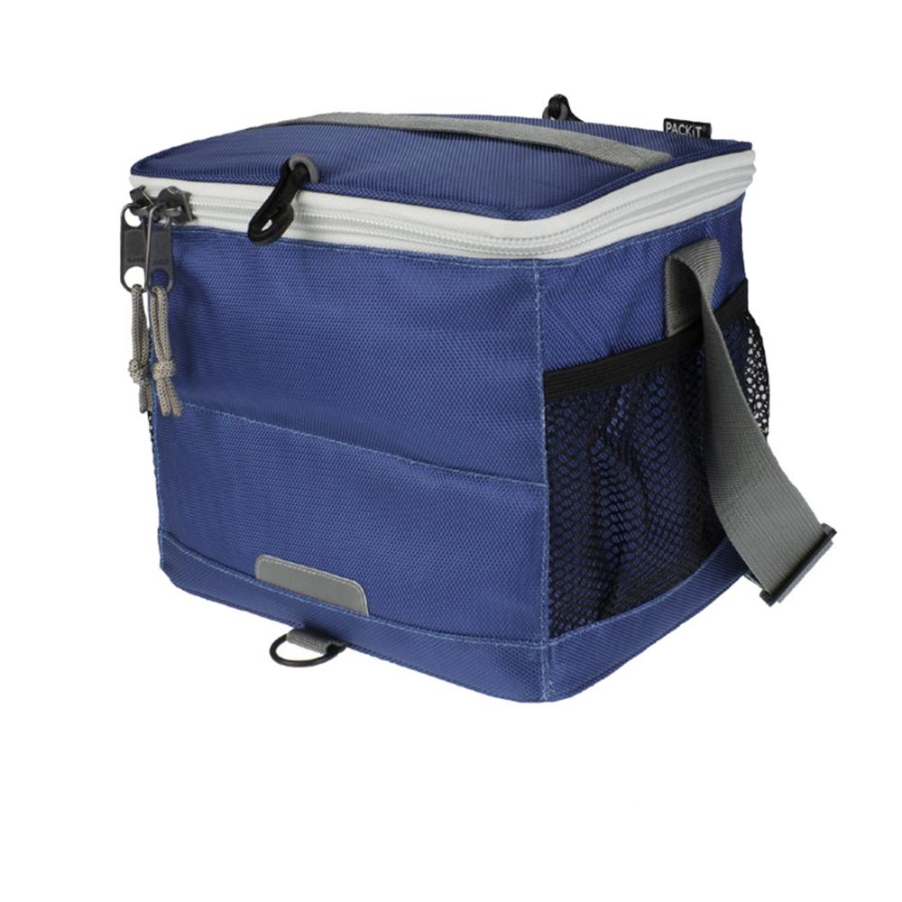 Сумка-холодильник для напитков Packit, цвет: синий, 9 банокPackit0019Сумка-холодильник для напитков Packit - это надежное средство для обеспечения необходимой температуры и поддержания ее на протяжении длительного периода времени для транспортировки напитков. Охлаждение содержимых в сумке продуктов в течение 10-ти часов. Наличие плечевого ремня у сумки-холодильника обеспечивает максимальное удобство транспортировки сумки.Вместимость: 9 банок.