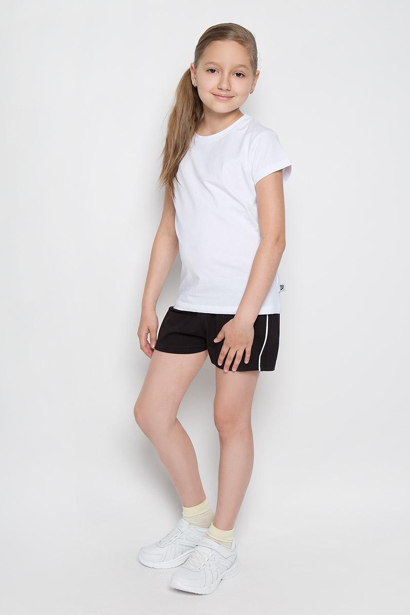 Комплект для девочки Nota Bene: футболка, шорты, цвет: белый, черный. AW15GS280B-1. Размер 152AW15GS280B-1Комплект одежды для девочки Nota Bene состоит из футболки и шорт. Комплект выполнен изхлопка с добавлением лайкры, необычайно мягкий, очень приятный к телу, не сковывает движения, хорошо пропускает воздух. Футболка с круглым вырезом горловины и короткими рукавами. Модель сзади оформлена надписями на английском языке, а в левом боковом шве нашивкой с логотипом N&B. Шорты на талии имеют пояс на резинке, благодаря чему они не сдавливают животик ребенка и не сползают. Объем пояса также регулируется при помощи шнурка-кулиски. Боковые швы оформлены кантом контрастного цвета. В таком комплекте маленькая принцесса будет чувствовать себя комфортно и уютно во время отдыха или занятий спортом!