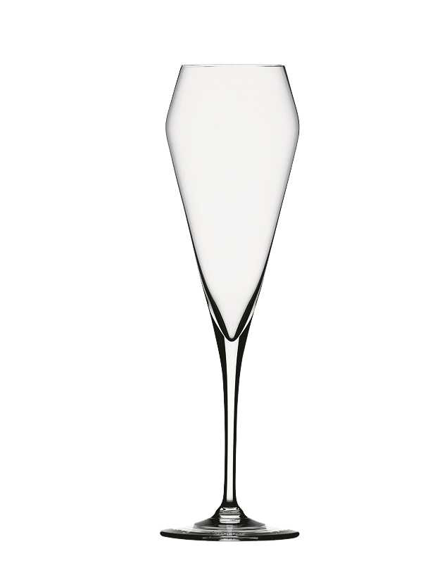 """Набор Spiegelau """"Виллсбергер Анниверсари"""" включает 4 бокала для шампанского. Бокалы выполнены из специального стекла. В этом стекле содержится платина и присутствует всего лишь 5% оксида свинца, намного меньше, чем в традиционном хрустале - и это благотворно сказывается на вкусе напитка. Бокалы изящные, тонкие, легкие и очень прочные, они выдерживают более тысячи циклов в посудомоечной машине, не боятся легких ударов и падений с небольшой высоты. Их характерный благородный блеск не подвластен времени. Благодаря превосходным характеристикам и высокому статусу ведущие рестораны мира отдают предпочтение немецкой марке Spiegelau (Шпигелау).  Диаметр по верхнему краю: 6,9 см.  Высота бокала: 23,8 см."""