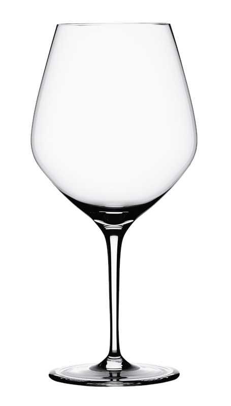 Набор бокалов для бургундии Spiegelau Аутентис, 750 мл, 4 шт4400180Набор Spiegelau Аутентис включает 4 бокала для красного вина бургундии. Бокалывыполнены из специального стекла. В этом стекле содержится платина иприсутствует всего лишь 5% оксида свинца, намного меньше, чем в традиционномхрустале - и это благотворно сказывается на вкусе напитка. Бокалы изящные,тонкие, легкие и очень прочные, они выдерживают более тысячи циклов впосудомоечной машине, не боятся легких ударов и падений с небольшой высоты.Их характерный благородный блеск не подвластен времени. Благодаря превосходным характеристикам и высокому статусу ведущиерестораны мира отдают предпочтение немецкой марке Spiegelau (Шпигелау). Диаметр по верхнему краю: 10,6 см.Высота бокала: 22,6 см.