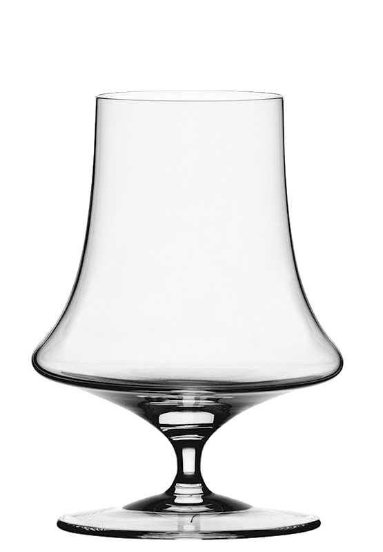 """Набор Spiegelau """"Виллсбергер Анниверсари"""" включает 4 бокала для виски. Бокалы выполнены из специального стекла. В этом стекле содержится платина и присутствует всего лишь 5% оксида свинца, намного меньше, чем в традиционном хрустале - и это благотворно сказывается на вкусе напитка. Бокалы изящные, тонкие, легкие и очень прочные, они выдерживают более тысячи циклов в посудомоечной машине, не боятся легких ударов и падений с небольшой высоты. Их характерный благородный блеск не подвластен времени. Благодаря превосходным характеристикам и высокому статусу ведущие рестораны мира отдают предпочтение немецкой марке Spiegelau (Шпигелау).  Диаметр по верхнему краю: 9,8 см.  Высота бокала: 13,5 см."""