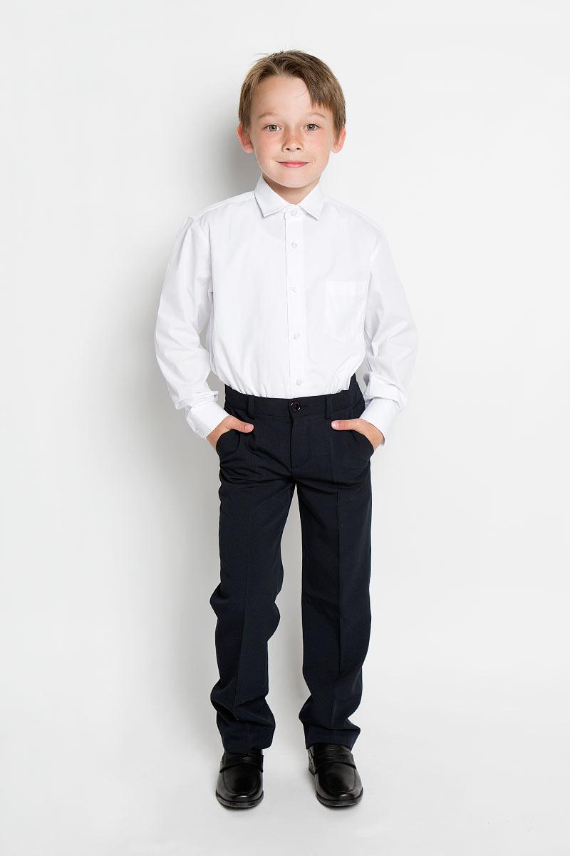 Рубашка для мальчика Tsarevich, цвет: белый. PT2000. Размер 32/134-140, 9-11 летPT2000Стильная рубашка для мальчика Tsarevich идеально подойдет вашему юному мужчине. Изготовленная из хлопка с добавлением полиэстера, она мягкая и приятная на ощупь, не сковывает движения и позволяет коже дышать, не раздражает даже самую нежную и чувствительную кожу ребенка, обеспечивая ему наибольший комфорт. Однотонная рубашка классического кроя с длинными рукавами и отложным воротничком застегивается по всей длине на пуговицы. На груди она дополнена накладным карманом. Края рукавов дополнены широкими манжетами на пуговицах. Низ изделия немного закруглен к боковым швам.Такая рубашка будет прекрасно смотреться с брюками и джинсами. Она станет неотъемлемой частью детского гардероба.