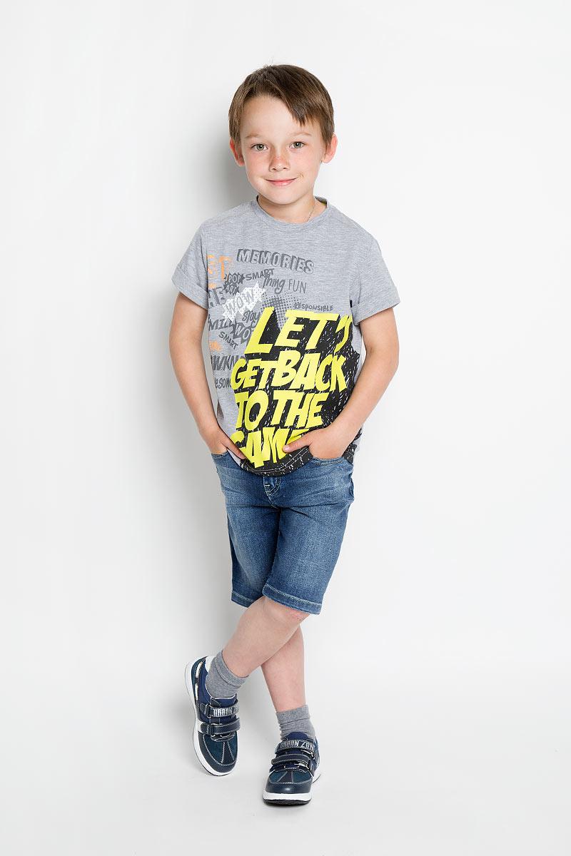 Шорты для мальчика Silver Spoon Casual, цвет: синий джинс. SCFSB-634-16409-050 мод.M2-001. Размер 104SCFSB-634-16409-050 мод.M2-001Стильные джинсовые шорты для мальчика Silver Spoon Casual идеально подойдут юному моднику для отдыха и прогулок. Изготовленные из эластичного хлопка, они мягкие и приятные на ощупь, позволяют коже дышать, имеют комфортную длину и удобную посадку изделия на фигуре.Модель на талии застегивается на металлическую пуговицу и имеет ширинку на застежке-молнии, а также шлевки для ремня. С внутренней стороны пояс регулируется скрытой резинкой на пуговицах. Спереди расположены два втачных кармана и один маленький накладной, сзади - два накладных кармана. Изделие оформлено эффектом потертости, перманентными складками и прострочкой.Современный дизайн и расцветка делают эти шорты модным предметом детской одежды. Обладатель таких шорт всегда будет в центре внимания!