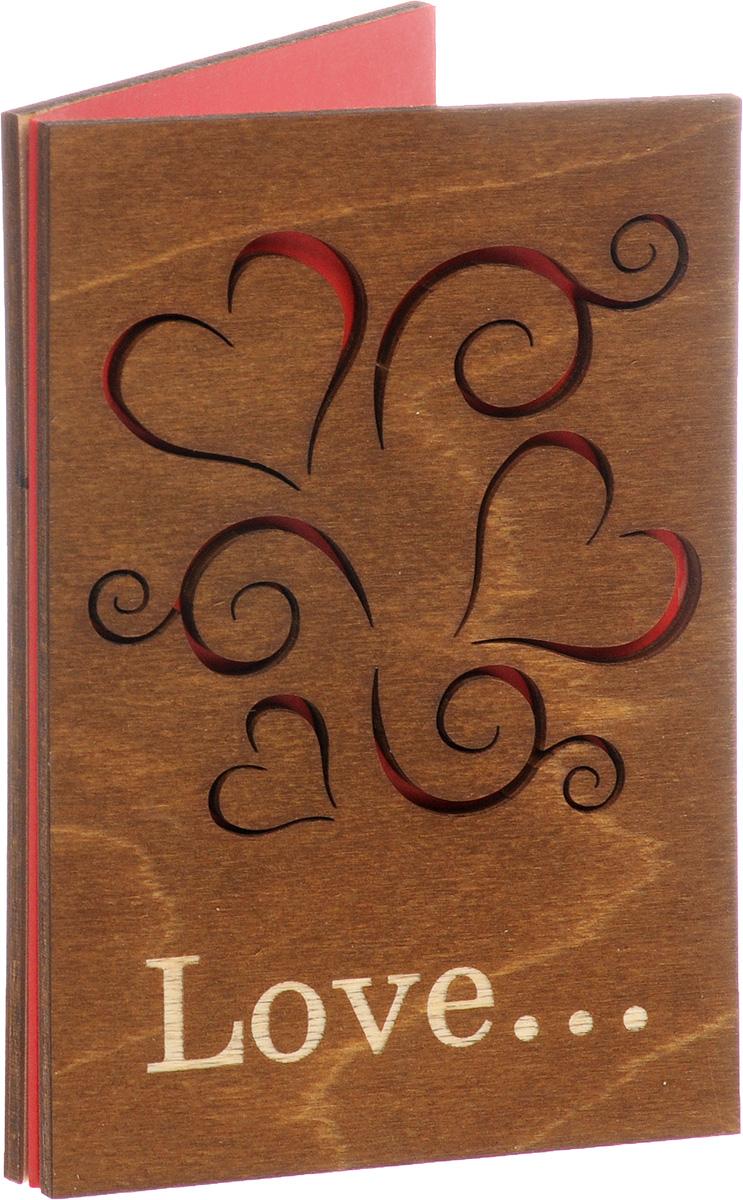"""Оригинальная открытка Optcard """"С Любовью!"""" выполнена из дерева вручную, методом лазерной резки. На лицевой стороне расположено объемное изображение ажурных сердечек. Открытка раскрывается по принципу книжки, внутренняя поверхность дополнена красной нелинованной бумагой, на которой вы сможете написать собственное послание. Необычная деревянная открытка ручной работы поможет вам выразить чувства и передать теплые поздравления. Такая открытка станет великолепным дополнением к подарку или оригинальным почтовым посланием, которое, несомненно, удивит получателя своим дизайном и подарит приятные воспоминания."""