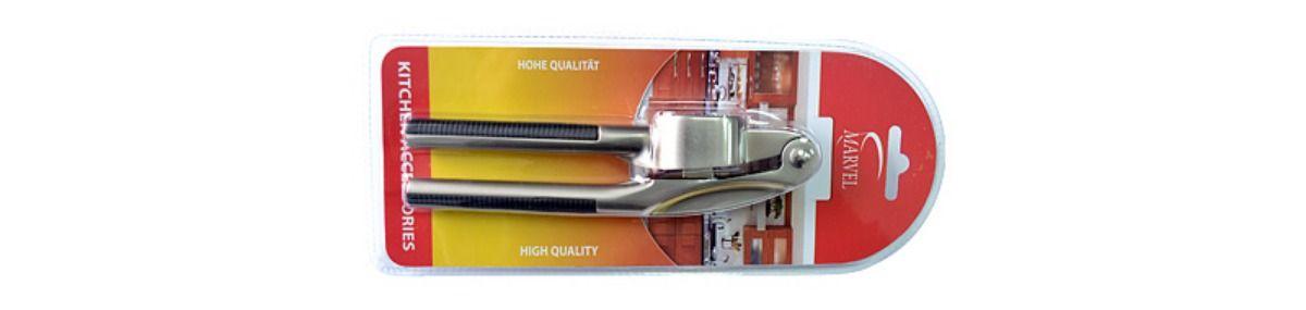 Пресс для чеснока Marvel. 7304373043Пресс для чеснока Marvel изготовлен из высококачественной стали и пластика. Его устройство позволяет давить даже неочищенные зубчики чеснока, а также корень имбиря. Специально разработанные рукоятки прекрасно совпадают с формой руки. Эффективная инженерная конструкция позволяет прилагать меньше усилий, в отличие от других прессов.Длина пресса: 16 см.