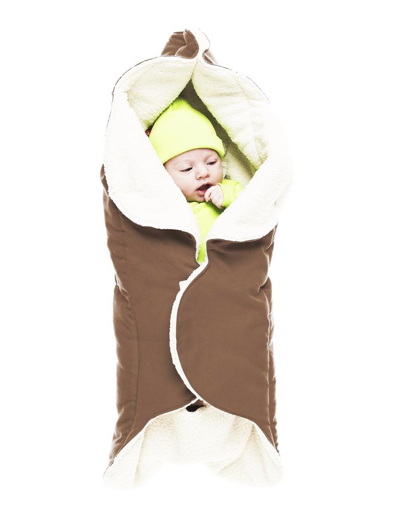 Конверт-лепесток для новорожденного Wallaboo, цвет: коричневый. WW.0809.1102. Размер 0месWW.0809.1102Конверт-лепесток для новорожденного Wallaboo выполнен из высококачественной искусственной замши иимеет подкладку из искусственного меха на основе полиэстера. Наполнитель - синтепон. Он подойдет для малышей с самого рождения. Конверт легко раскладывается, благодаря чему его можно использовать в качестве одеяла или даже коврика для игр.Верхняя часть конверта бережно обхватывает голову малыша и надежно сохраняет тепло. В нижней части конверта располагается кармашек для ног. Липучки и кнопки позволяют быстро зафиксировать конверт и обеспечивают надежное облегание, которое не ограничивает движения малыша и подарит ему чувство комфорта и защищенности. Такой конверт подойдет для большинства колясок и детских сидений.