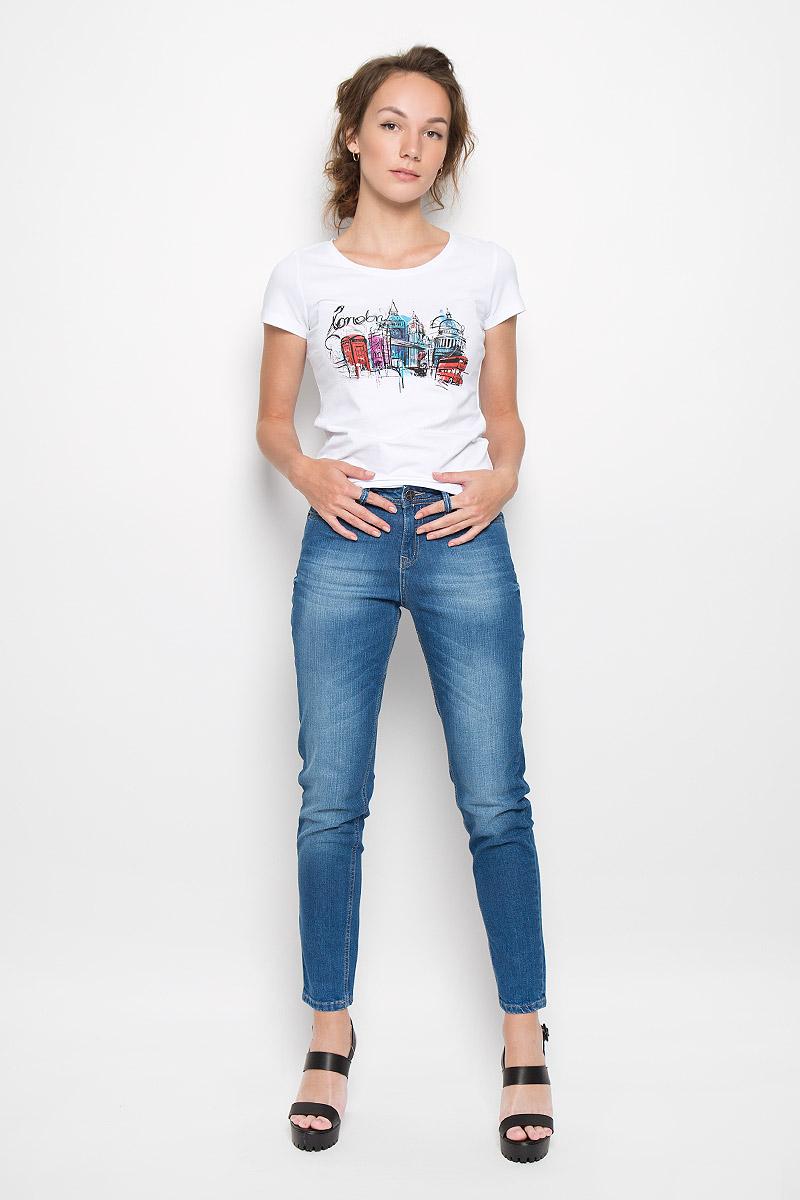 Джинсы женские F5, цвет: синий. 19728. Размер 31-34 (46/48-34)19728_Blue denim BR.3 str., w.mediumСтильные женские джинсы F5 станут отличным дополнением к вашему гардеробу. Изготовленные из хлопка с добавлением эластана, они мягкие и приятные на ощупь, не сковывают движения и позволяют коже дышать.Укороченный джинсы-слим стандартной посадки застегиваются на металлическую пуговицу по поясу и имеют ширинку на застежке-молнии, а также шлевки для ремня. Модель имеет классический пятикарманный крой: спереди - два втачных кармана и один маленький накладной, а сзади - два накладных кармана. Изделие оформлено эффектом искусственного состаривания денима: легкие потертости. Современный дизайн и расцветка делают эти джинсы модным предметом одежды. Это идеальный вариант для тех, кто хочет заявить о себе и своей индивидуальности и отразить в имидже собственное мировоззрение.