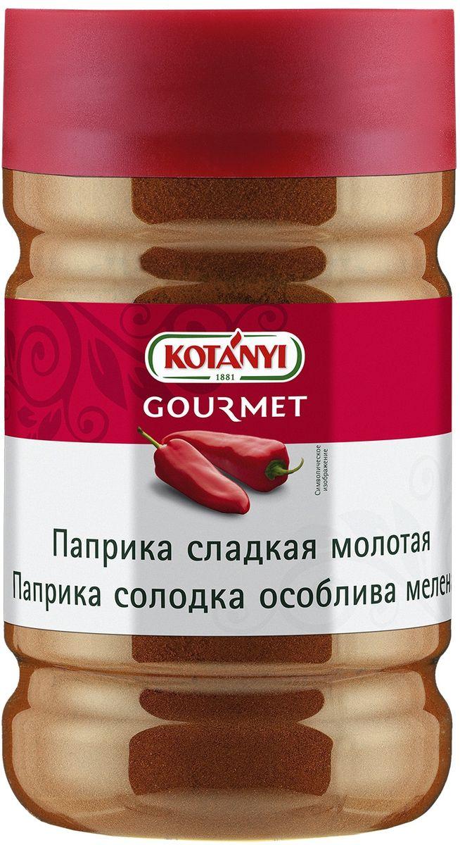 Kotanyi Паприка сладкая молотая, 640 г240111Паприка сладкая молотая - неотъемлемый ингредиент блюд венгерской, сербской и турецкой кухни. Она незаменима при приготовлении гуляша и придает пикантный вкус блюдам из мяса, супам, тушеным блюдам и пасте для бутербродов. Она также используется для приготовления копченых колбасок и сыров.Отличительной особенностью сладкой паприки является мягкая, ароматная, типично сладковатая фруктовая нота. Это достигается путем тщательного отбора изысканных мягких сортов паприки, характеризующихся минимальным содержанием капсаицина, придающего перцу жгучий вкус, и высоким содержанием красящих веществ (каротиноидов). Паприка содержит жирорастворимые пигменты. Поэтому для максимального раскрытия цвета необходимо небольшое количество масла. При этом масло нельзя доводить до кипения, иначе паприка приобретет горький привкус.Приправы для 7 видов блюд: от мяса до десерта. Статья OZON Гид