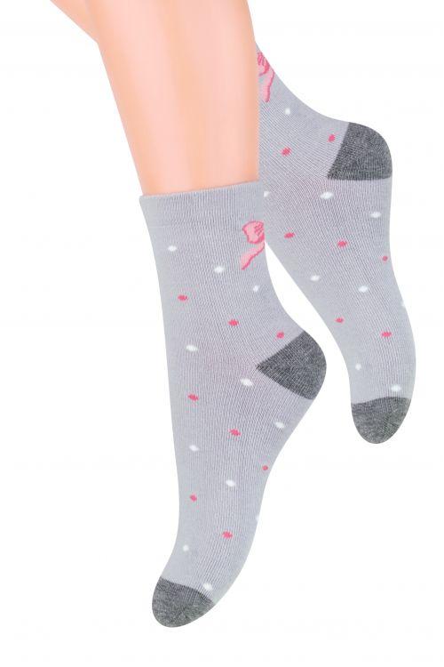 Носки для девочки Steven, цвет: серый, розовый. 014 (DM197). Размер 26/28, 4-5 лет014 (DM197)/014 (DN197)/014 (DO197)Хлопковые носки для девочки Steven, оформленные оригинальным рисунком, отлично подойдут для повседневной носки.Они изготовлены из высококачественного материала, очень мягкие на ощупь, не раздражают даже самую нежную и чувствительную кожу. Такие носки послужат замечательным дополнением к детскому гардеробу!