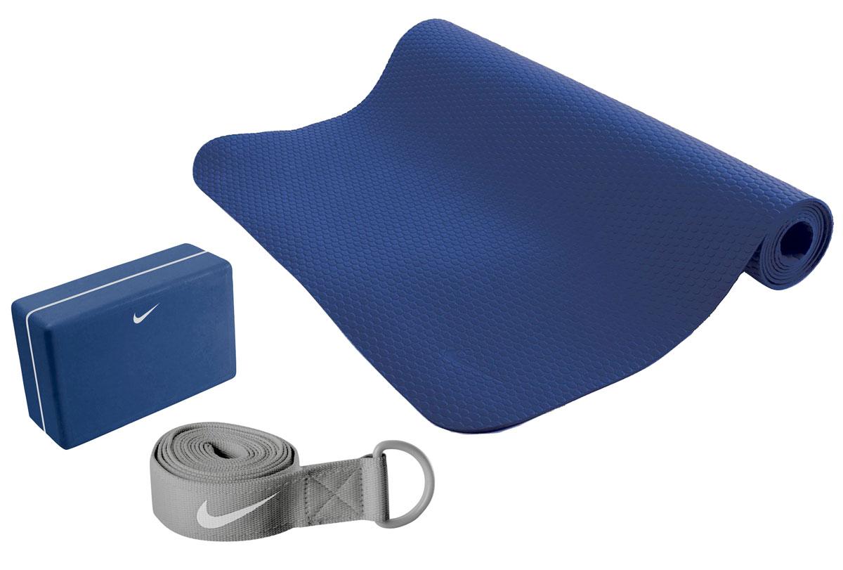 Набор для йоги Nike, цвет: синий, серый, 3 предметаN.YE.13.470.OSНабор для йоги Nike состоит из коврика, блока и ремня. Ремень с металлической пряжкой обеспечивает комфортное натяжение. Текстурированный 3-миллиметровый коврик имеет легкий вес, быстро сохнет.