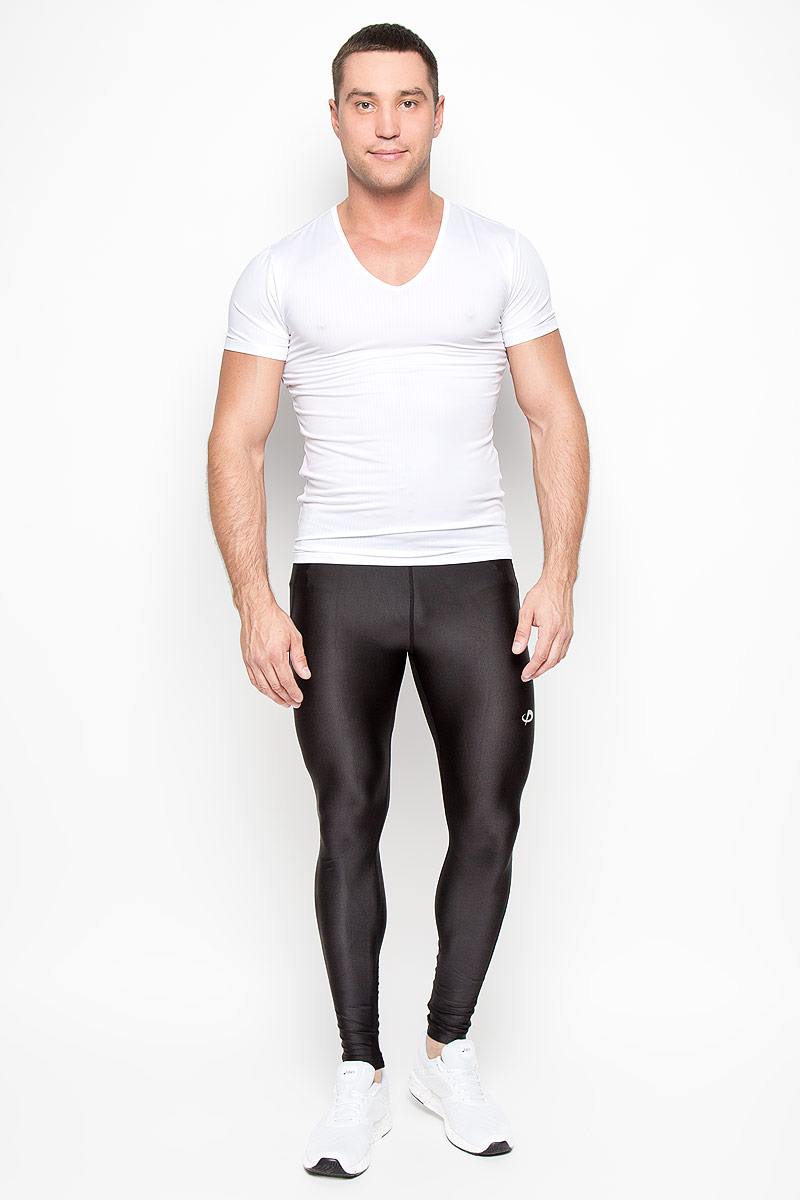 Футболка мужская Phiten, цвет: белый. JG039005. Размер L (50)JG03900Стильная мужская футболка Phiten, выполненная из полиэстера с добавлением полиуретана, обладает высокой теплопроводностью, воздухопроницаемостью и великолепно отводит влагу, оставляя тело сухим даже во время интенсивных тренировок. Такая футболка превосходно подойдет для занятий спортом и активного отдыха.Модель с короткими рукавами и V-образным вырезом горловины - идеальный вариант для создания образа в спортивном стиле. Спортивная футболка с революционной пропиткой из акватитана - последняя разработка японских ученых в области спортивной одежды. Такая футболка способствует снятию излишней напряженности в области мышц, что позволяет добиться максимального результата в занятиях спортом. Эта модель подарит вам комфорт в течение всего дня и послужит замечательным дополнением к вашему гардеробу.