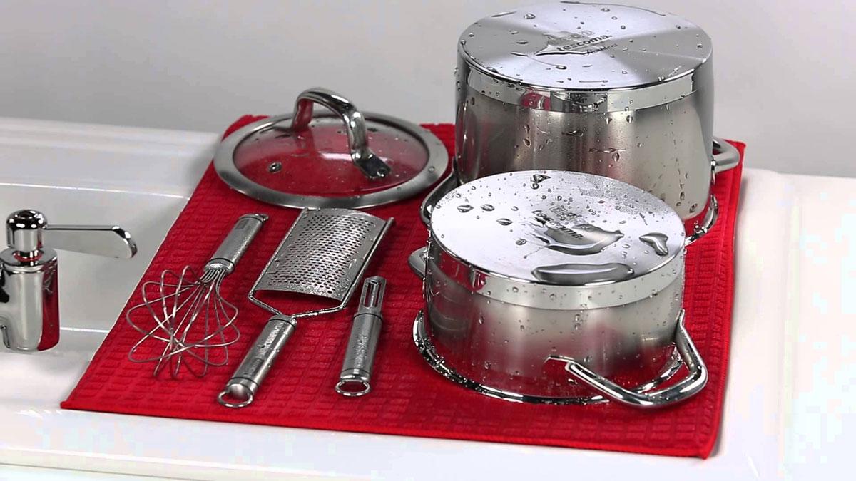 Сушилка для посуды Tescoma Presto Tone, микрофибровая, цвет: красный, 50 х 39 см639790Сушилка для посуды Tescoma Presto Tone, выполненная из высоко абсорбирующей и быстро сохнущей микрофибры. Эффективно поглощающий материал надежно фиксируетводу, мягкая текстильная поверхность защищает стаканы, столовые приборы, инструменты ипосуду от повреждений. Можно после использования свернуть или сложить Ваша посуда высохнет быстрее, если после мойки вы поместите ее на легкую,современную сушилку. Сушилка для посуды Tescoma Presto Tone станетнезаменимым атрибутом на вашей кухне.Размер сушилки: 50 х 39 см.