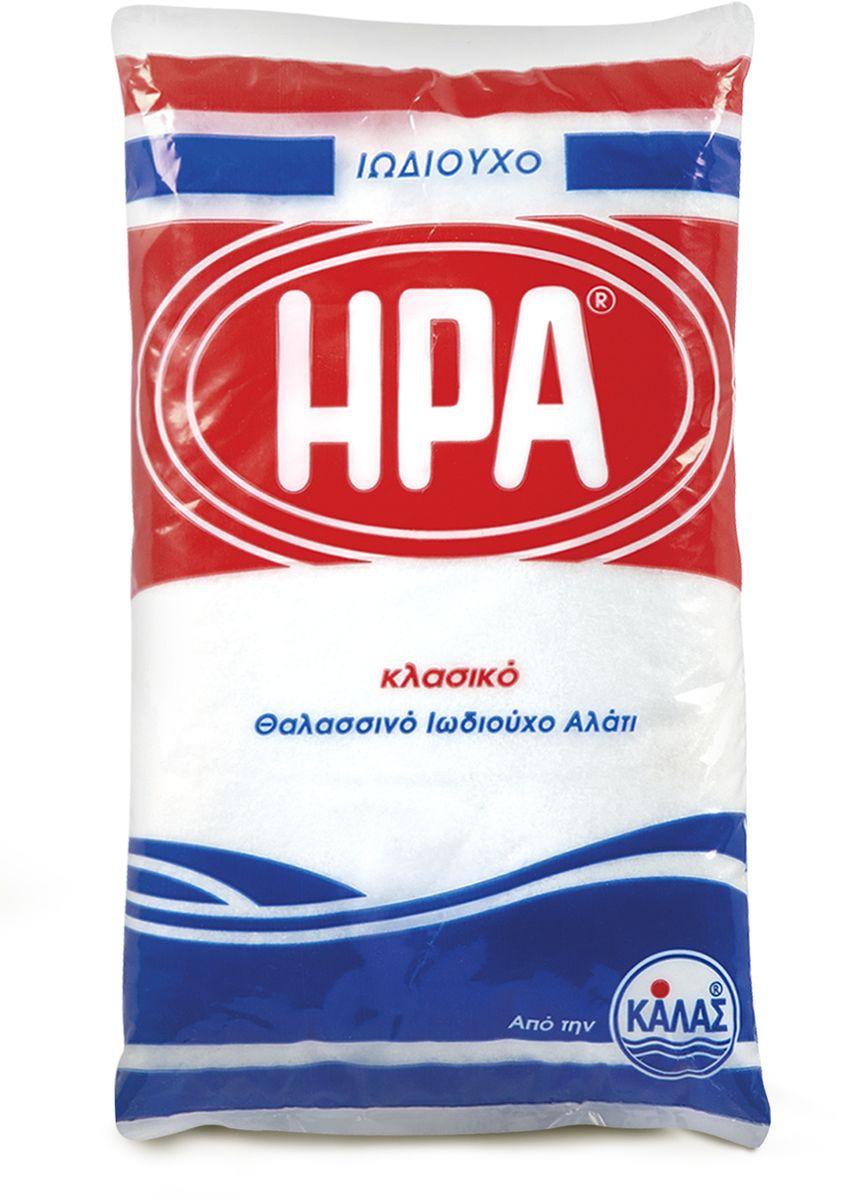 Kalas Hera соль морская мелкая йодированная, 1 кг19002Соль - важный элемент питания для человека, животных и растений. Это продукт, без которого не может обойтись ни один человек. Так или иначе, мы все используем соль, когда готовим или когда кушаем. Это тот продукт, которым мы ежедневно заправляем наши блюда, эта приправа всегда будет присутствовать на обеденном столе. Несмотря на то, что она не имеет никакой питательной ценности, она необходима, потому как оказывает разностороннее влияние на организм, можно сказать - это неотъемлемый элемент всех процессов жизнедеятельности человека. Пищевая соль содержит всего 2 микроэлемента - натрий и хлор. Но организм нуждается в гораздо большем количестве полезных веществ, их действительно можно получить, если заменить обычную соль на морскую.Польза морской соли заключается в ее исключительно богатом натуральном составе, так как в ней сохраняются почти все натуральные минеральные компоненты (около шестидесяти), которые содержатся в морской воде. Все эти вещества участвуют в процессах жизнедеятельности, происходящих внутри нашего организма, поэтому терапевтические свойства соли, добытой из морской воды просто нельзя недооценивать. Кроме того, как показывают исследования, морская соль полноценно растворяется в жидкостях организма, поэтому не способна откладываться в тканях и органах.Соль моря является концентратом природной энергии, ее создала сама природа. Она не имеет срока годности благодаря тому, что ее кристаллизация происходит под воздействием солнца и ветра, то есть естественным способом. Для получения данной соли в Греции были созданы специальные бассейны, расположенные в экологически чистых зонах у моря. Под воздействием ветров и жаркого солнца происходит процесс выпаривания соли из морской воды. Такая технология позволяет сохранять натуральный природный состав готового продукта.В кулинарии этот вид соли давно нашел свое применение и стал популярен: шеф-повара многих ресторанов оценили приятный аромат, тонкий вкус и ле
