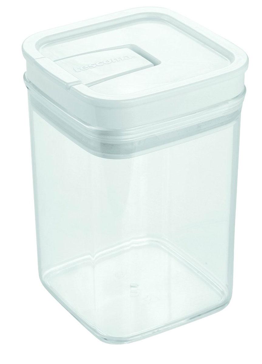 Контейнер пищевой Tescoma Airstop, 1 л891622Контейнер для сыпучих продуктов Tescoma Airstop изготовлен из высококачественного пищевого пластика. Изделие прозрачное, что позволяет видеть содержимое, это очень удобно и практично. Специальная крышка с силиконовым уплотнителем надежно и герметично закрывается, защищая пищу от высыхания и появления плесени. Крышка контейнера снабжена складной ручкой, благодаря чему изделие с легкостью можно открыть и закрыть. Контейнер очень вместителен, в нем можно хранить макароны, крупы, чай и другие сыпучие продукты, а также печенье или конфеты. Контейнер Tescoma Airstop - идеальный вариант для поддержания порядка на кухне. Можно использовать для хранения в холодильнике и мыть в посудомоечной машине (без крышки).Размер контейнера (с учетом крышки): 10 х 10 х 15 см.
