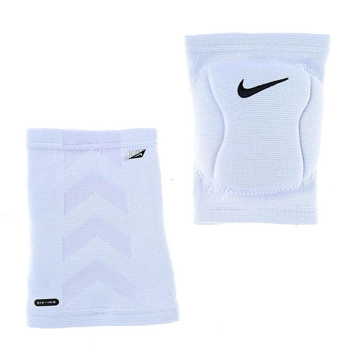 Наколенник Nike, цвет: белый. Размер M/L (пара)N.VP.07.100.MLНаколенник Nike для волейбола выполнен из высококачественного материала. В составе - вспененная резина, не натирают, комфортно сидят на ноге. С внутренней стороны - мягкая подкладка. Не стесняет движения. Очень легкие и плотно обтягивают ногу.