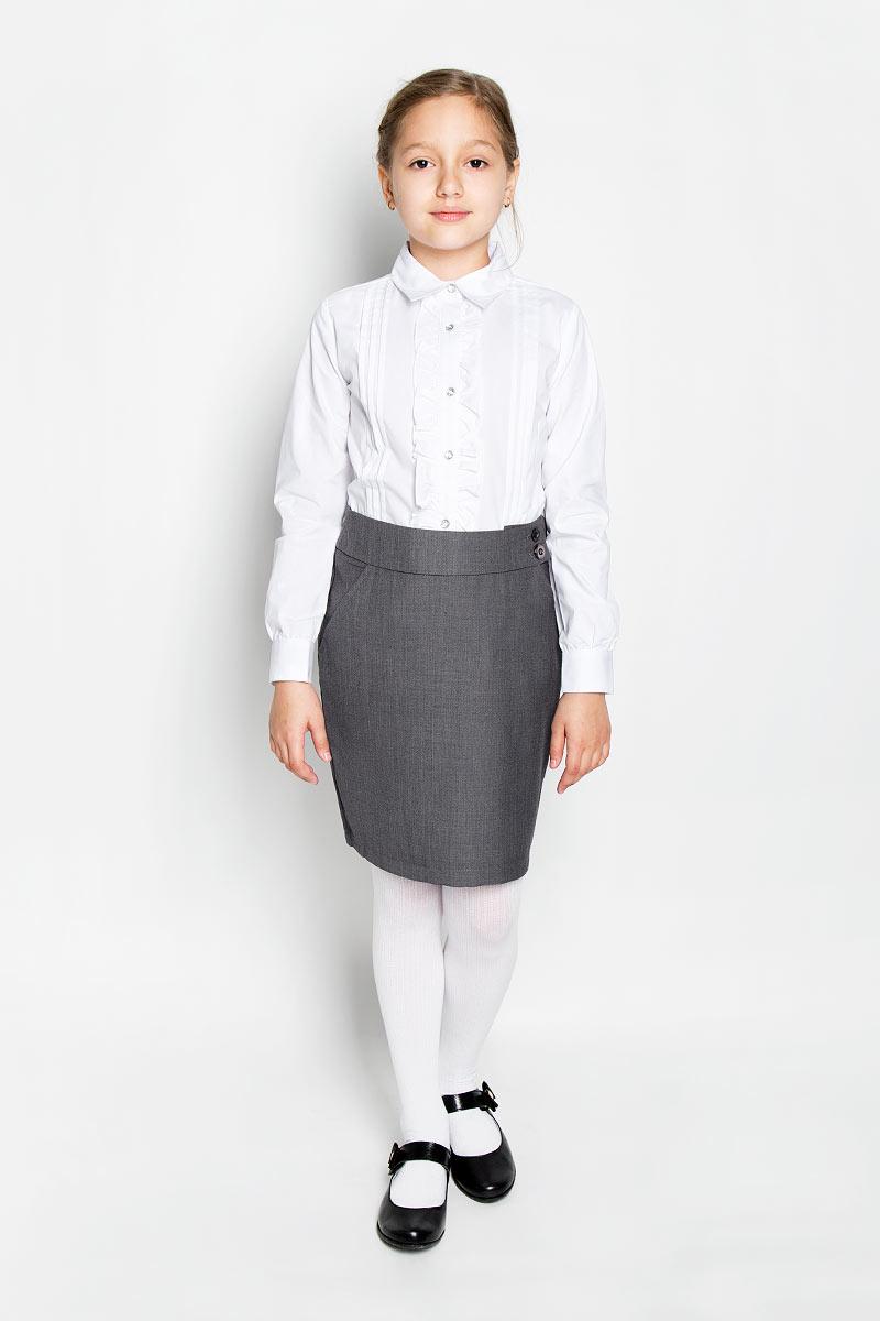 Блузка для девочки Scool, цвет: белый. 364035. Размер 122, 7 лет364035Элегантная блузка для девочки Scool выполнена из эластичного хлопка с добавлением полиэстера. Прекрасный состав ткани делает блузку мягкой и тактильно приятной, а также обеспечивает отличную посадку изделия на фигуре. Блузка с отложным воротником и длинными рукавами застегивается на пуговицы по всей длине. На рукавах предусмотрены широкие манжеты с застежками-пуговицами. Планку украшают рюши с двух сторон.Школьная блузка играет важную роль в образе ученицы, она отлично сочетается с юбками и брюками.