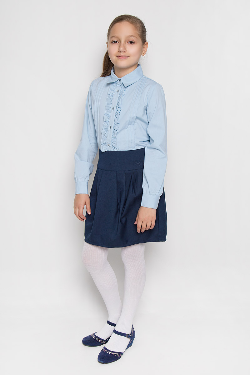 Блузка для девочки Scool, цвет: голубой. 364036. Размер 152, 12 лет364036Элегантная блузка для девочки Scool выполнена из эластичного хлопка с добавлением полиэстера. Прекрасный состав ткани делает блузку мягкой и тактильно приятной, а также обеспечивает отличную посадку изделия на фигуре. Блузка с отложным воротником и длинными рукавами застегивается на пуговицы по всей длине. На рукавах предусмотрены широкие манжеты с застежками-пуговицами. Планку украшают рюши с двух сторон.Школьная блузка играет важную роль в образе ученицы, она отлично сочетается с юбками и брюками.