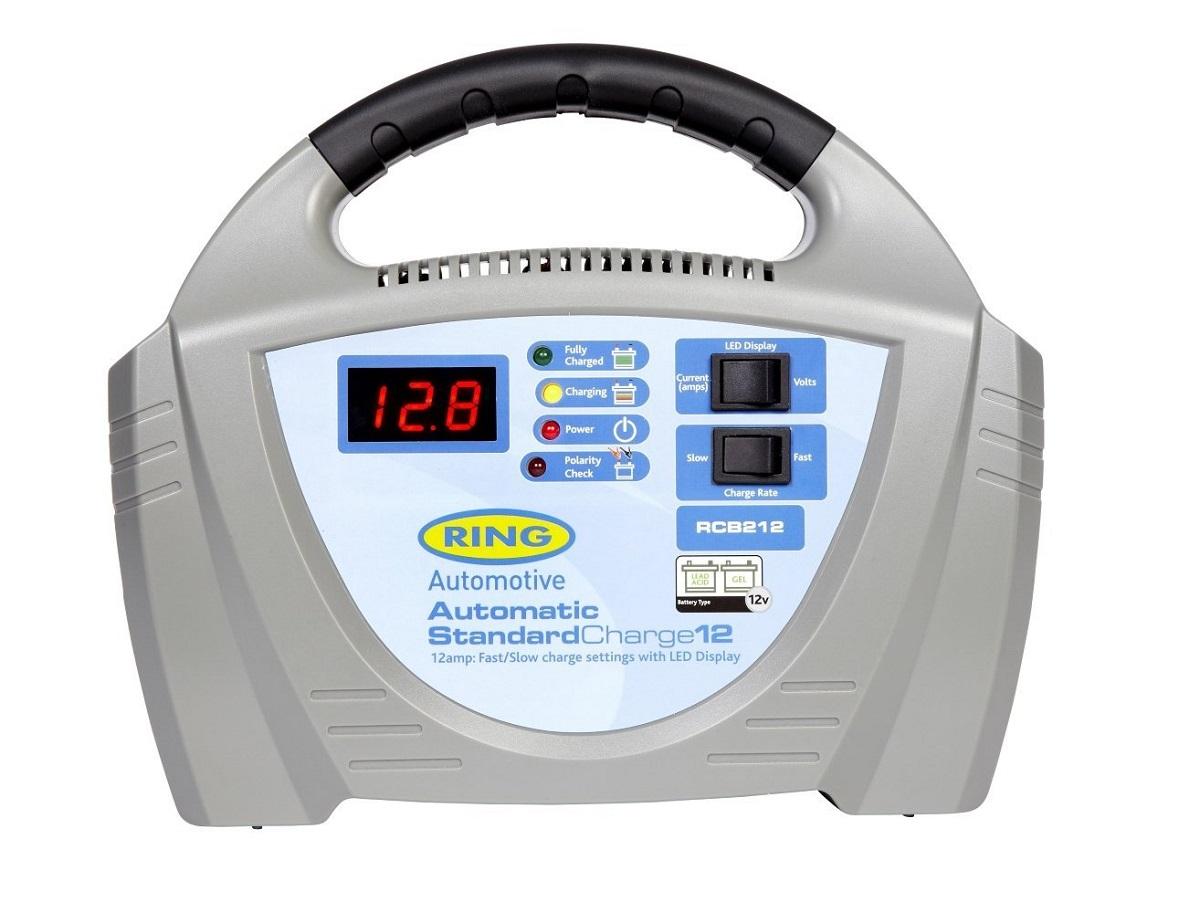 Зарядное устройство Ring Automotive. RECB212RECB212Зарядное устройство Ring Automotive предназначено для свинцово-кислотных и гелевых аккумуляторных батарей 12В. Встроенный индикатор - вольтметр/амперметр. Два режима зарядки - быстрый 12А и медленный 3А. Зажимы типа крокодил и кабель питания убираются внутрь прибора. Автоматическая работа. Светодиодные индикаторы зарядки и заряженной батареи. Рекомендуется для АКБ емкостью 20-180 Ач. Защита от обратной полярности. Удобная ручка для переноски.