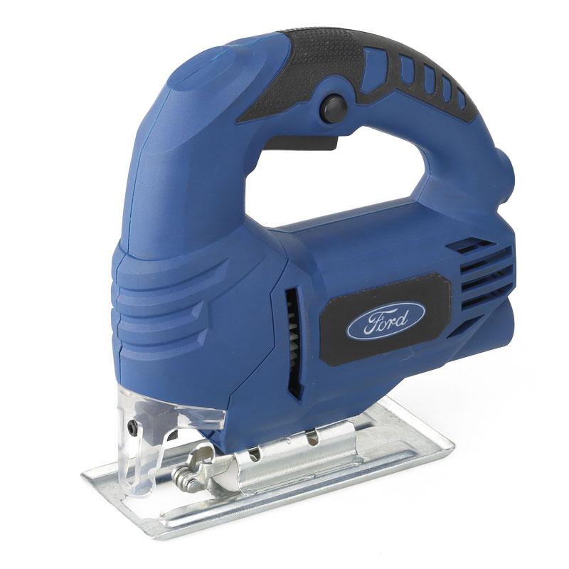 Лобзик электрический Ford FE1-30210000000172Лобзик электрический Ford FE1-302 используется для выполнения прямолинейных или криволинейных пропилов в деревянных, пластиковых или металлических деталях. Возможность подключения пылесоса для удаления стружки из зоны реза. В комплекте поставки имеются пильные полотна.Мощность: 450 Ватт. Обороты х/х: 2800 мин. Угол пропила: 0-45 град. Глубина пропила: Дерево - 60 мм, металл - 8 мм. Комлпектация: коробка, 1 пилка по дереву.