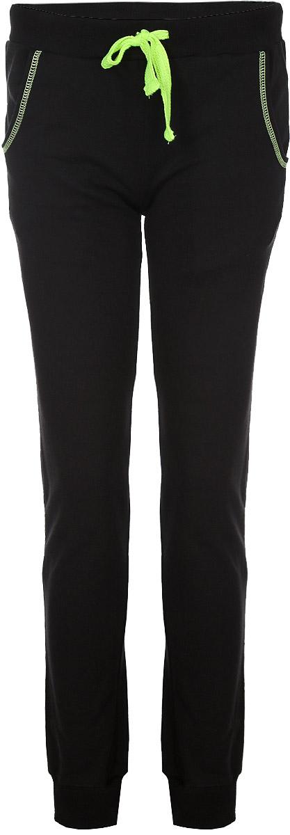 Брюки спортивные женские RAV, цвет: черный, салатовый. RAV02-012. Размер XL (50)RAV02-012Удобные женские спортивные брюки RAV великолепно подойдут для отдыха и повседневной носки, а также для занятий спортом. Модель средней посадки изготовлена из хлопка, благодаря чему великолепно пропускает воздух, обладает высокой гигроскопичностью и превосходно сидит, а также отводит влагу от кожи, обеспечивая комфорт во время тренировок. Изнаночная сторона выполнена с небольшими петельками. Брюки имеют широкую эластичную резинку на поясе, объем талии регулируется при помощи шнурка контрастного цвета. Изделие дополнено втачными карманами с закруглёнными срезами, обработанными контрастной отстрочкой. Низ брючин с широкими трикотажными манжетами.Эти модные и в то же время удобные брюки - настоящее воплощение комфорта. В них вы всегда будете чувствовать себя уверенно и уютно.