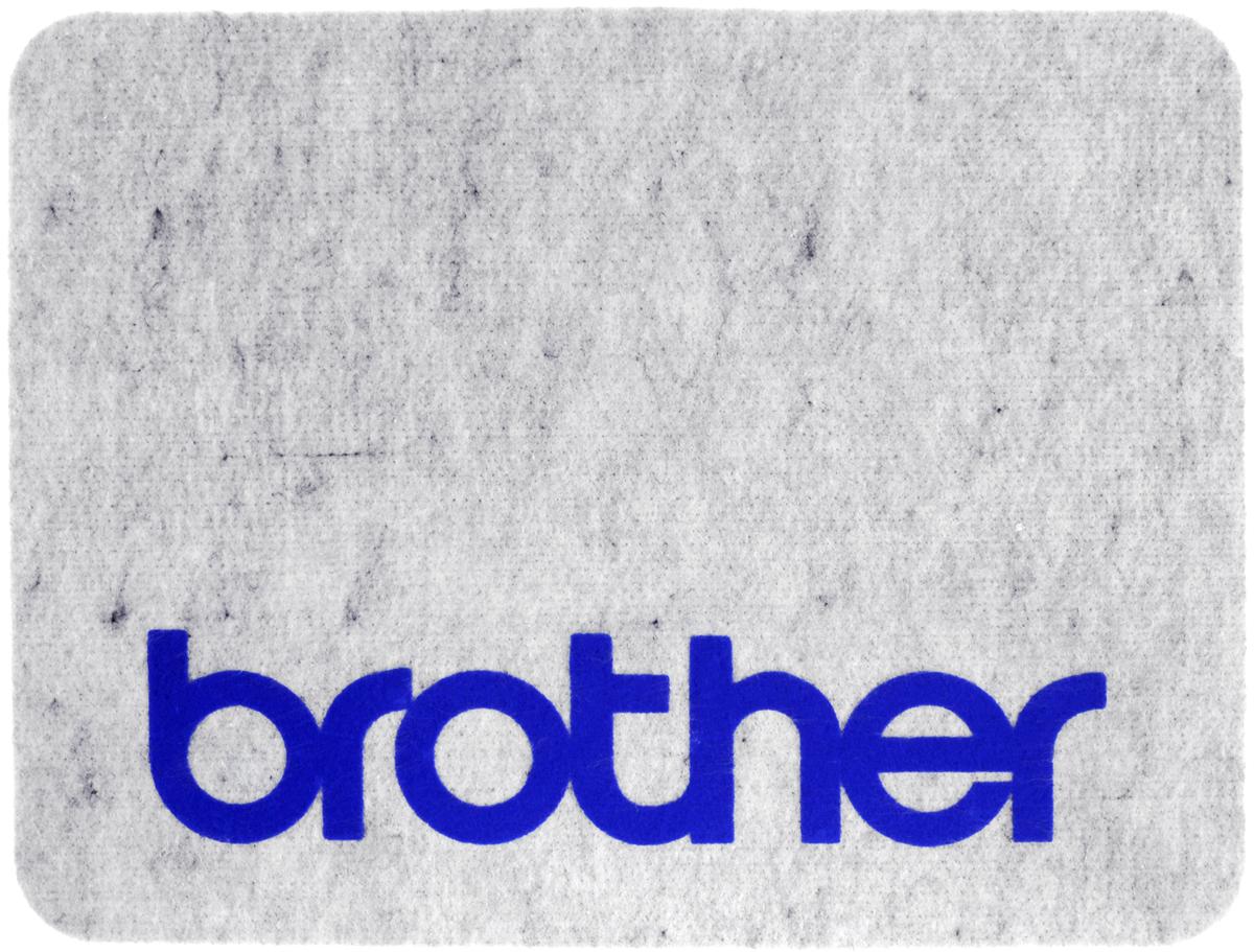 Коврик для швейной машины Brother, 42 х 32 х 1 см11900Коврик Brother выполнен из вспененного полимера и войлока. Изделие подходит для использования с любой швейной машиной. Благодаря ему ваш стол не поцарапается, а машина будет устойчиво стоять на любой поверхности, потому что коврик гасит вибрацию даже работе на большой скорости.