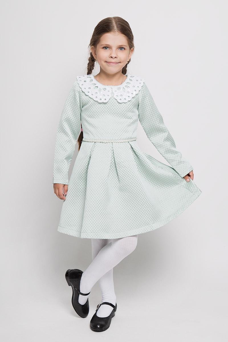 Платье для девочки Nota Bene, цвет: ментоловый. ND6411-28. Размер 110, 5 летND6411-28Очаровательное платье для девочки Nota Bene станет отличным дополнением к гардеробу вашей маленькой модницы. Изготовленное из полиэстера с оригинальной фактурой, оно легкое и воздушное, приятное на ощупь, не сковывает движения и хорошо вентилируется. В качестве подкладки используется натуральный хлопок.Платье с круглым вырезом горловины и длинными рукавами застёгивается сбоку на потайную застежку-молнию и на спинке на пуговицы. Вырез горловины дополнен отложным воротником, который украшен вырезами и расшит пайетками по всей поверхности. От линии талии заложены складочки, придающие изделию пышность. Подъюбник снизу дополнен жесткой микросеткой. Линия талии спереди подчеркнута цепочкой из бусин.В таком платье ваша маленькая принцесса всегда будет в центре внимания!