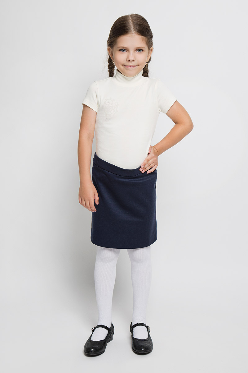 Водолазка для девочки M&D, цвет: молочный. AW5560A-17. Размер 116AW5560B-17/AW5560A-17Водолазка M&D идеально подойдет вашей дочурке. Изготовленная из натурального хлопка, она необычайно мягкая и приятная на ощупь, не сковывает движения малышки и позволяет коже дышать, не раздражает даже самую нежную и чувствительную кожу и обеспечивает наибольший комфорт. Эластичные плоские швы предотвратят натирание. Водолазка с короткими рукавами и воротником-стойкой на груди оформлена небольшим принтом с изображением цветочного орнамента, украшенного стразами.Современный дизайн и расцветка делают эту водолазку модным и стильным предметом детского гардероба. В ней вашей маленькой моднице будет комфортно и уютно.