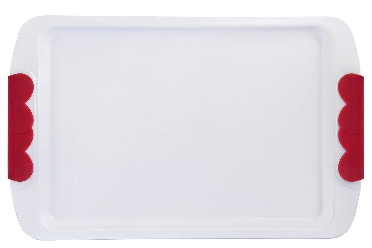 Форма для запекания Pomi d'Oro Roma, прямоугольная, с керамическим покрытием, 33 см77.858@21205 / Q3309 RomaФорма для запекания Pomi dOro Roma изготовлена из углеродистой стали с керамическим покрытием Kerano - уникальное нанопокрытие, при нанесении которого не используется перфоктановая кислота (PTFE). Такое покрытие позволяет готовить практически без использования масла, отличается хорошей стойкостью к внешним воздействиям и не деформируется при нагревании. Утолщенное дно обеспечивает равномерное распределение и длительное сохранение тепла. Форма снабжена удобными силиконовыми вставками. Пища в такой форме не пригорает и не прилипает к стенкам. Форма станет полезным приобретением для вашей кухни и сделает приготовление любимых блюд намного проще.Подходит для всех видов духовок. Длина формы: 33 см.