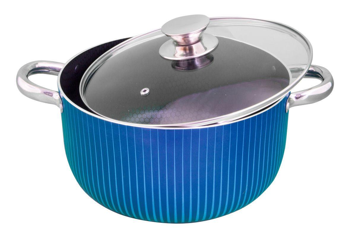Кастрюля Pomi d'Oro Azzurro с крышкой, с антипригарным покрытием, 6 л77.858@24046 / CL2603 AzzurroКастрюля Pomi dOro Azzurro изготовлена из высококачественного штампованного алюминия с антипригарным покрытием. Она отлично проводит тепло и не впитывает в себя вредных для человека химических соединений. Благодаря своему составу такое покрытие наносится особым способом, что придает ему невероятную устойчивость к трещинам и сколам. Кастрюля оснащена крышкой, изготовленной из стекла, и двумя удобными деревянными ручками. Прозрачность позволяет наблюдать за процессом приготовления. Рекомендуется использовать деревянную или силиконовую лопатку.Это идеальный подарок для современных хозяек, которые следят за своим здоровьем и здоровьем своей семьи. Эргономичный дизайн и функциональность позволят вам наслаждаться процессом приготовления любимых, полезных для здоровья блюд.Кастрюля подходит для газовых и электрических плит. Диаметр кастрюли: 26 см.Ширина с учетом ручек: 34 см.Высота стенок: 15,2 см.