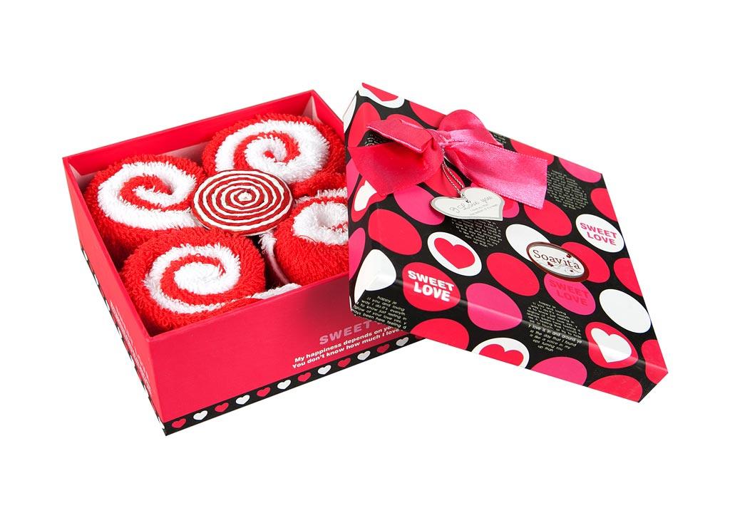 Набор салфеток Soavita Роллы, цвет: красный, белый, 20 х 20 см, 8 шт74786Набор Soavita Роллы, выполненный из высококачественного 100% хлопка, состоит из восьми квадратных салфеток. Изделия гипоаллергены, отлично впитывают влагу, быстро сохнут, сохраняют яркость цвета и не теряют форму даже после многократных стирок.В сухом виде подходят для деликатных поверхностей: стекол, зеркал, оптики, мониторов, мебели, бытовой техники и многого другого. Во влажном виде незаменимы на кухне, в ванной, в уходе за автомобилем. Такие салфетки очень практичны и неприхотливы в уходе. Набор упакован в яркую подарочную коробку, декорированную бантом. Набор Soavita станет отличным помощником и украсит интерьер вашей кухни.Перед использованием постирать при температуре не выше +40°С.