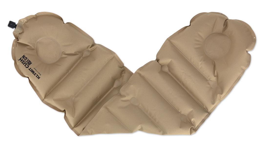 Надувная подушка/сиденье Klymit Cush seat/pillow Recon, цвет: песочный12CUCy01Надежная и комфортная подушка /сиденье (трансформер) позволяет изменять толщину и размер за счет складывания в 1 или 2 слоя. Можно обернуть вокруг шеи как капот или сложить в 2 слоя, сделав подушку или сиденье. В сложенном виде имеет размер кошелька. -Материал – полиэстер 75D -Надувается за 1- 3 выдоха -Размер – 74 см x 23 см x 2.54 см; в сложенном виде - 11.43 см x 8.89 см x 2.54 см -Вес – 85 гр - Цвет - Песочный