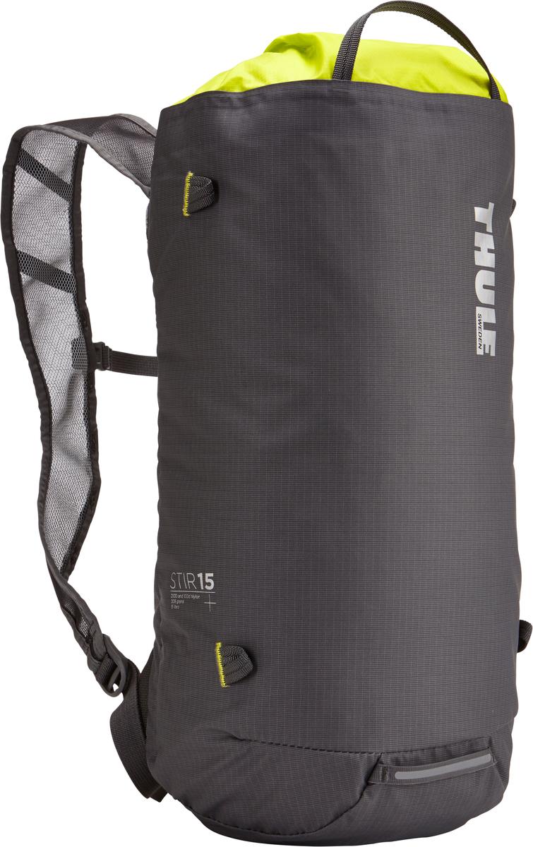 Рюкзак Thule Stir 15L, цвет: темно-серый, салатовый, 15 л211600Рюкзак для пеших путешествий Thule Stir с объемом 15 л - это идеальный вариант для коротких прогулок и городских вылазок, когда можно путешествовать налегке. Легкодоступная крышка с защитным откидным клапаном. Съемный нагрудный ремень и поясной ремень, который можно спрятать за задней панелью при передвижении по городу. Точка крепления петли для фонаря и светоотражающий материал. Внутренний сетчатый карман для удобного хранения. Встроенные точки крепления для установки снаряжения сверху с помощью строп. Воздухопроницаемые задняя панель и наплечные ремни обеспечивают вентиляцию. Конструкция, предназначенная для хранения воды, включает зажим для емкости с водой с отверстием для трубки (емкость продается отдельно).
