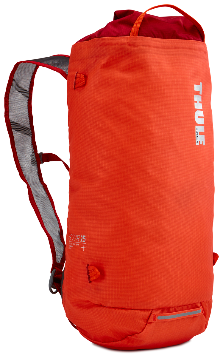 Рюкзак Thule Stir 15L, цвет: оранжевый, 15 л211601Рюкзак для пеших путешествий Thule Stir с объемом 15 л - это идеальный вариант для коротких прогулок и городских вылазок, когда можно путешествовать налегке.Легкодоступная крышка с защитным откидным клапаном.Съемный нагрудный ремень и поясной ремень, который можно спрятать за задней панелью при передвижении по городу.Точка крепления петли для фонаря и светоотражающий материал.Внутренний сетчатый карман для удобного хранения.Встроенные точки крепления для установки снаряжения сверху с помощью строп.Воздухопроницаемые задняя панель и наплечные ремни обеспечивают вентиляцию.Конструкция, предназначенная для хранения воды, включает зажим для емкости с водой с отверстием для трубки (емкость продается отдельно). Что взять с собой в поход?. Статья OZON Гид