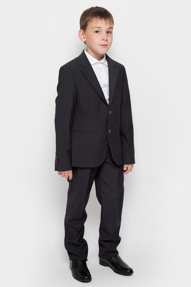 Костюм для мальчика Orby School, цвет: темно-серый. 63017. Размер 164, 14 лет63017Классический костюм для мальчика Orby, состоящий из пиджака и брюк - основа делового стиля, а значит и в школьном гардеробе ребенка - это базовый атрибут, необходимый для будней и праздников. Правильно подобранный костюм - тайное оружие каждого парня! Изготовленный из высококачественной костюмной ткани, он необычайно мягкий и приятный на ощупь, не сковывает движения и позволяет коже дышать, не раздражает даже самую нежную и чувствительную кожу ребенка, обеспечивая ему наибольший комфорт. На подкладке используется гладкая подкладочная ткань.Классический пиджак приталенного силуэта с английским воротником с зауженным лацканом застегивается на две пуговицы. Спереди он дополнен двумя прорезными карманами и небольшим нагрудным кармашком, а сзади имеется шлица. Также имеется внутренний кармашек для мобильного телефона, ключей или других мелких предметов. Внутренняя обработка пиджака, сделанная по самым высоким стандартам мужской моды, придает костюму солидность. Низ рукавов украшен декоративными пуговицами. Классические брюки прямого покроя с заутюженными стрелками на талии застегиваются на пластиковую пуговицу и скрытый крючок и имеют ширинку на застежке-молнии, также имеются шлевки для ремня. Надежная плавающая регулировка в поясе брюк позволяет регулировать полноту до 4 см. Спереди брюки дополнены двумя боковыми втачными карманами со скошенными краями. Оригинальность модели - не подшитые края, которые позволяют самостоятельно отрегулировать длину по росту ребенка.Являясь важным атрибутом школьной моды, классический костюм подчеркивает деловой имидж ученика, придавая ему уверенность.
