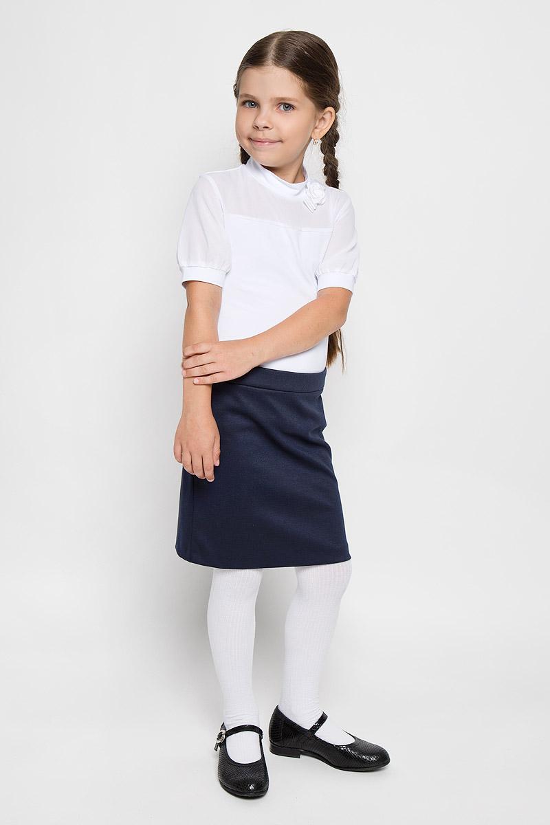 Юбка для девочки Nota Bene, цвет: темно-синий. CJA26001A-29. Размер 122CJA26001B-29/CJA26001A-29Стильная юбка для девочки Nota Bene идеально подойдет вашей маленькой принцессе для отдыха, прогулок и повседневной носки. Изготовленная из полиэстера с добавлением вискозы и спандекса, она необычайно мягкая и приятная на ощупь, не сковывает движения малышки и позволяет коже дышать, не раздражает даже самую нежную и чувствительную кожу ребенка, обеспечивая ему наибольший комфорт. Юбка прямого кроя сзади застегивается на потайную застежку-молнию. Пояс дополнен эластичными вставками. В среднем шве юбки обработана шлица. Современный дизайн и модная расцветка делают эту юбку стильным предметом детского гардероба. В ней ваша малышка всегда будет в центре внимания!