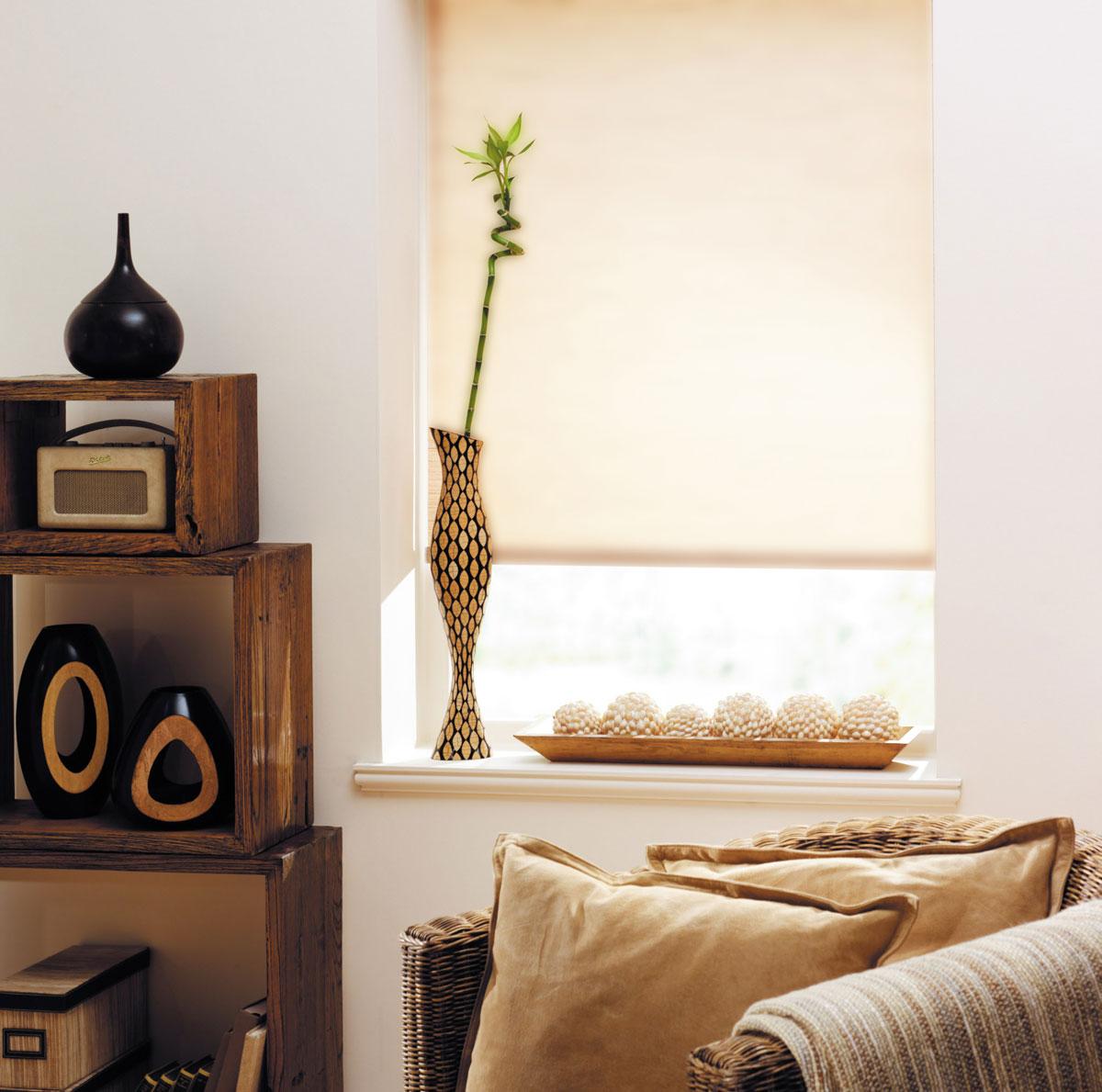 """Рулонная штора KauffOrt """"Миниролло"""" выполнена из высокопрочной ткани, которая сохраняет свой размер даже при намокании. Ткань не выцветает и обладает отличной цветоустойчивостью.Миниролло - это подвид рулонных штор, который закрывает не весь оконный проем, а непосредственно само стекло. Такие шторы крепятся на раму без сверления при помощи зажимов или клейкой двухсторонней ленты (в комплекте). Окно остается на гарантии, благодаря монтажу без сверления. Такая штора станет прекрасным элементом декора окна и гармонично впишется в интерьер любого помещения."""