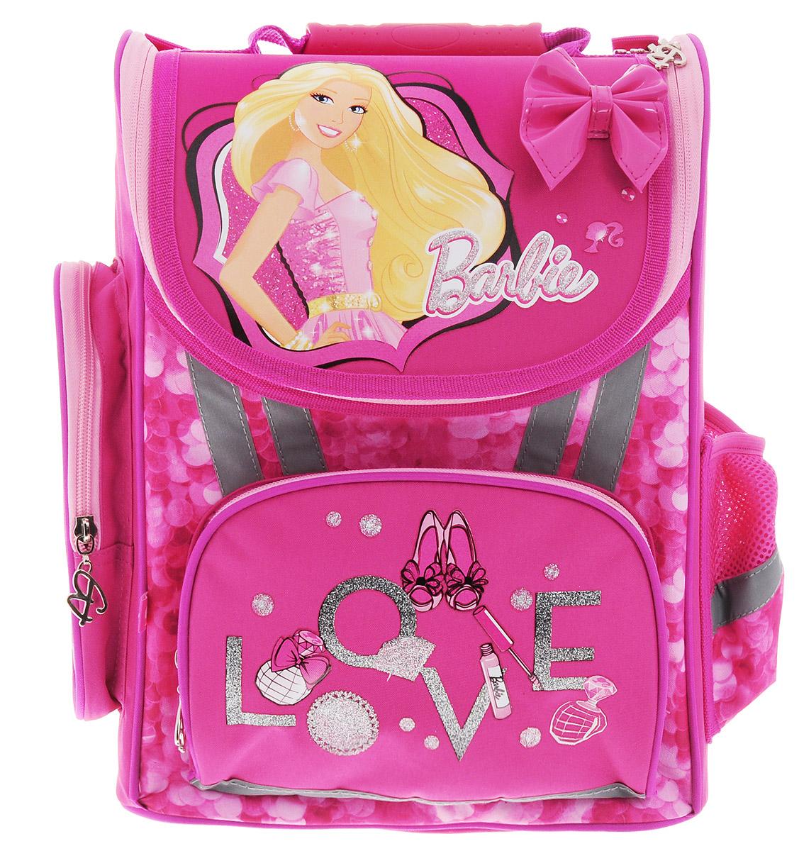Barbie Ранец школьный BarbieBRBB-RT2-113Школьный ранец Barbie выполнен из современного легкого и прочного полиэстера ярко-розового цвета. Ранец дополнен яркими аппликациями с куклой Barbie и декоративным лаковым бантиком. Ранец имеет одно основное отделение, закрывающееся на клапан с молнией. Под крышкой клапана расположен прозрачный пластиковый кармашек для вкладыша с адресом и ФИО владельца. Внутри главного отделения расположены два мягких разделителя с утягивающей резинкой, предназначенные для тетрадей и учебников. На лицевой стороне ранца расположен накладной карман на молнии. По бокам ранца размещены два дополнительных накладных кармана, один на молнии, и один открытый. Анатомическая вентилируемая спинка ранца и широкие мягкие лямки, регулируемые по длине, равномерно распределяют нагрузку на плечевой пояс, способствуя формированию правильной осанки. Ранец оснащен эргономичной ручкой для переноски и петлей для подвешивания. Дно ранца защищено пластиковыми ножками. Многофункциональный школьный ранец станет незаменимым спутником вашего ребенка в походах за знаниями.