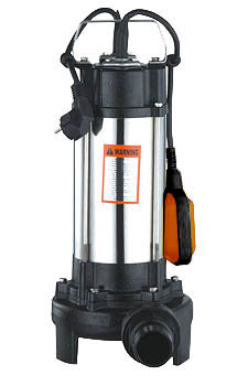 Фекальный насос Вихрь ФН-1100Л68/5/4Фекальный насос Вихрь ФН-1100Л предназначен для откачки сильнозагрязненной воды, содержащей крупные включения, для чего в агрегате предусмотрено специальное измельчающее лезвие. Используется для откачки воды из рек, водоемов, осушения подтопленного подвала, погреба, гаража, работы на автомойке, а также для орошения и подачи воды. Металлический корпус надежно защищает внутренние составляющие от механических воздействий. От перегрузки прибор защищает термопротектор, отключение происходит автоматически. Насос оснащен поплавковым выключателем, который отрегулирован на определенный уровень включения и отключения насоса. Камера теплообмена обеспечивает охлаждение насоса. Максимальное количество включений: 20 час. Максимальная высота подъема: 9 м. Напряжение: 220 В. Частота: 50 Гц. Тип электродвигателя: асинхронный, однофазный с короткозамкнутым ротором. Максимальная подача: 14 м3/час. Мощность: 1100 Вт. Диаметр пропускаемых частиц: 15 мм. Диаметр выходного патрубка: 2 дюйм.