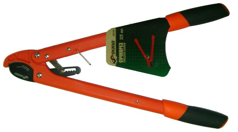 Сучкорез Skrab, длина 32,5 см. 2803828038Сучкорез предназначен для обрезки сучьев диаметром до 26 мм.Закаленные лезвия изготовлены из высокоуглеродистой стали SK5, имеют продолжительный срок службы и защиту от коррозии, легко очищаются.Облегченные ручки овального профиля снабжены эргономичными мягкими рукоятками.