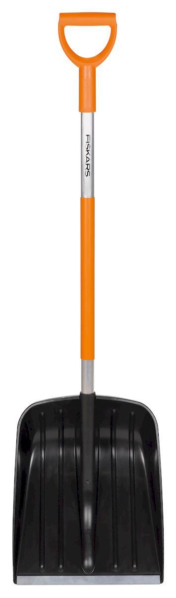 Лопата для уборки снега Fiskars Light, облегченная, ширина 35 см141001Облегченная лопата для уборки снега Fiskars Light очень удобна для расчистки придомовой территории от сугробов. Особая форма ковша с заостренной кромкой способствует быстрой и эффективной уборке льда и снега. Ребра жесткости препятствуют налипанию снега в процессе работы. Рукоятка изготовлена из алюминия, рабочая часть - из пластика.Ширина: 35 см.Общая длина: 131 см.