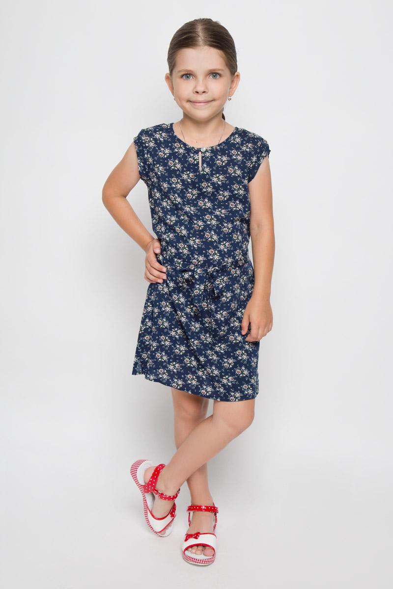 Платье для девочки Finn Flare Kids, цвет: темно-синий. KS16-71061J. Размер 122, 6-7 летKS16-71061JЛегкое платье для девочки Finn Flare Kids идеально подойдет вашей маленькой моднице. Изделие выполнено из мягкой вискозы, тактильно приятное, не стесняет движений и хорошо пропускает воздух. Платье с круглым вырезом горловины и короткими рукавами застегивается спереди на пуговицу. Линию талии подчеркивает текстильный поясок на тонких шлевках. По бокам имеются небольшие разрезы. Модель оформлена цветочным принтом, украшена небольшой фирменной подвеской.В таком платье ваша маленькая принцесса будет чувствовать себя комфортно, уютно и всегда будет в центре внимания!