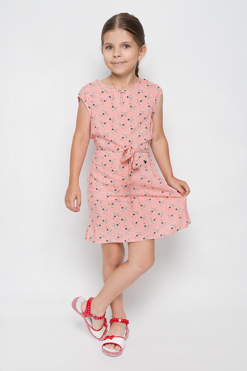 Платье для девочки Finn Flare Kids, цвет: розовый. KS16-71061J. Размер 134, 8-9 летKS16-71061JЛегкое платье для девочки Finn Flare Kids идеально подойдет вашей маленькой моднице. Изделие выполнено из мягкой вискозы, тактильно приятное, не стесняет движений и хорошо пропускает воздух. Платье с круглым вырезом горловины и короткими рукавами застегивается спереди на пуговицу. Линию талии подчеркивает текстильный поясок на тонких шлевках. По бокам имеются небольшие разрезы. Модель оформлена цветочным принтом, украшена небольшой фирменной подвеской.В таком платье ваша маленькая принцесса будет чувствовать себя комфортно, уютно и всегда будет в центре внимания!