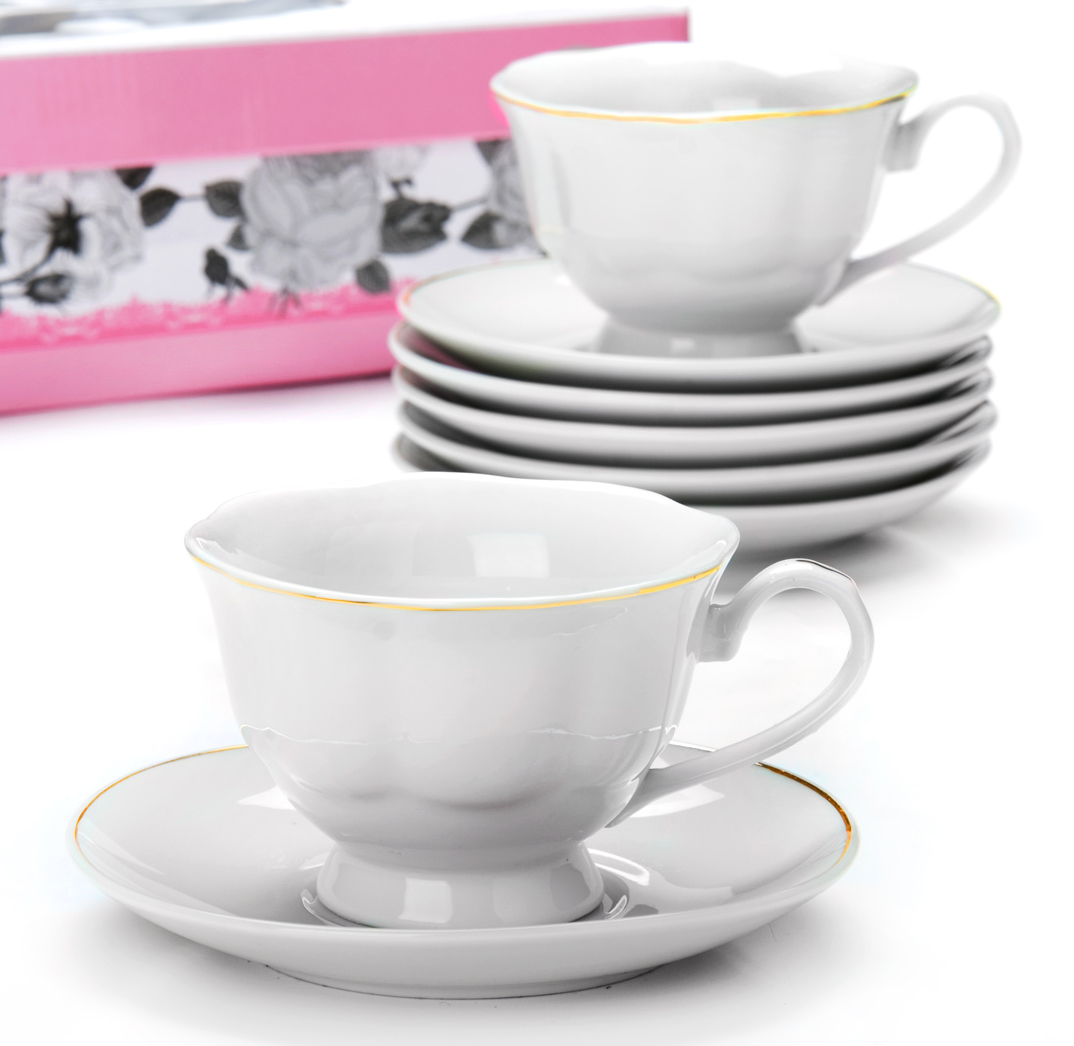Чайный сервиз Loraine, 180 мл, 12 предметов. 2593025930Чайный сервиз на 6 персон изготовлен из качественного фарфора и оформлен золотой каймой. Сервиз состоит из 12 предметов: шести чашек и шести блюдец, упакованных в подарочную коробку. Чашки имеют удобную, изящную ручку. Диаметр чашки: 9,5 см.Высота чашки: 7 см.Объем чашки: 180 мл.Диаметр блюдца: 14 см.