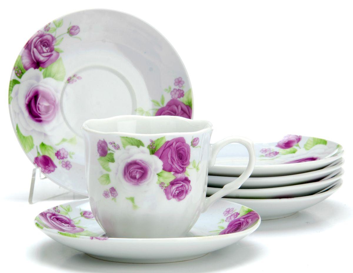 Чайный сервиз Loraine Цветы, 220 мл, 12 предметов. 2591425914Чайный сервиз на 6 персон изготовлен из качественного фарфора и оформлен красивым рисунком. Элегантный и удобный чайный сервиз не только украсит сервировку стола, но и поднимет настроение и превратит процесс чаепития в одно удовольствие. Сервиз состоит из 12 предметов: шести чашек и шести блюдец, упакованных в подарочную коробку. Чашки имеют удобную, изящную ручку. Изделия легко и просто мыть.Диаметр чашки: 8 см. Высота чашки: 7,5 см. Объем чашки: 220 мл. Диаметр блюдца: 14 см.