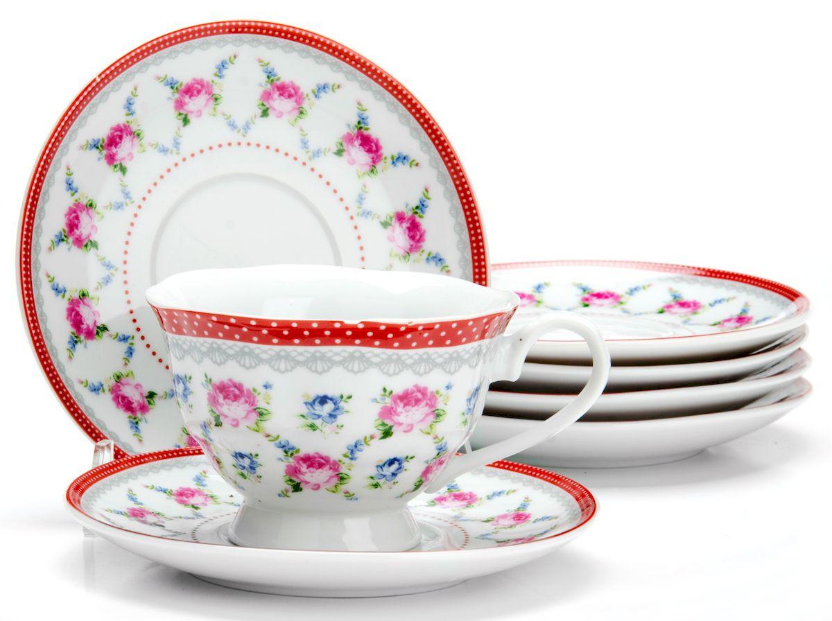 Чайный сервиз Loraine Цветы, 150 мл, 12 предметов. 2592125921Чайный сервиз на 6 персон изготовлен из качественного фарфора и оформлен красивым рисунком. Элегантный и удобный чайный сервиз не только украсит сервировку стола, но и поднимет настроение и превратит процесс чаепития в одно удовольствие. Сервиз состоит из 12 предметов: шести чашек и шести блюдец, упакованных в подарочную коробку. Чашки имеют удобную, изящную ручку. Диаметр чашки: 9 см.Высота чашки: 6,5 см.Объем чашки: 150 мл.Диаметр блюдца: 13,5 см.