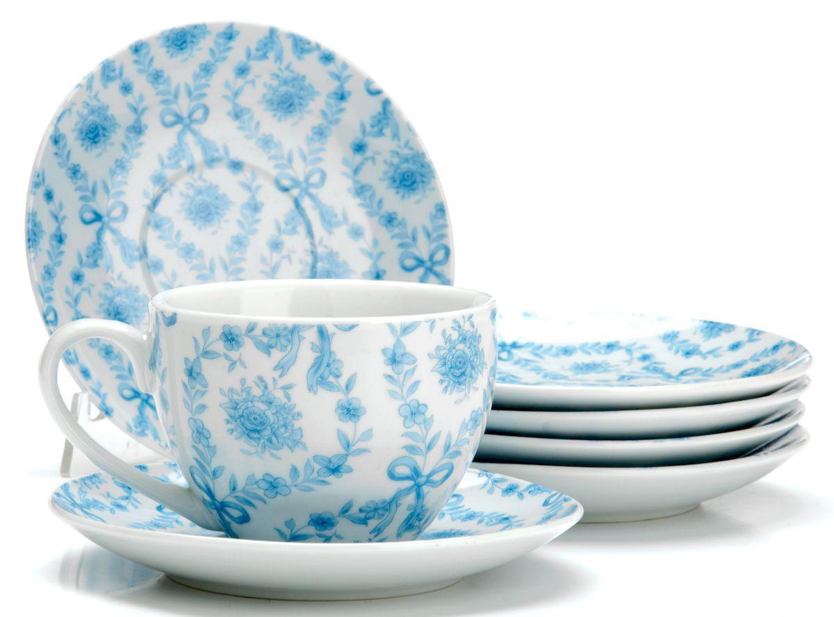 Чайный сервиз Loraine Цветы, 220 мл, 12 предметов. 2592325923Чайный сервиз на 6 персон изготовлен из качественного фарфора и оформлен красивым рисунком. Элегантный и удобный чайный сервиз не только украсит сервировку стола, но и поднимет настроение и превратит процесс чаепития в одно удовольствие.Сервиз состоит из 12 предметов: шести чашек и шести блюдец, упакованных в подарочную коробку. Чашки имеют удобную, изящную ручку.Изделия легко и просто мыть.Диаметр чашки: 9 см.Высота чашки: 7 см.Объем чашки: 220 мл.Диаметр блюдца: 14 см.