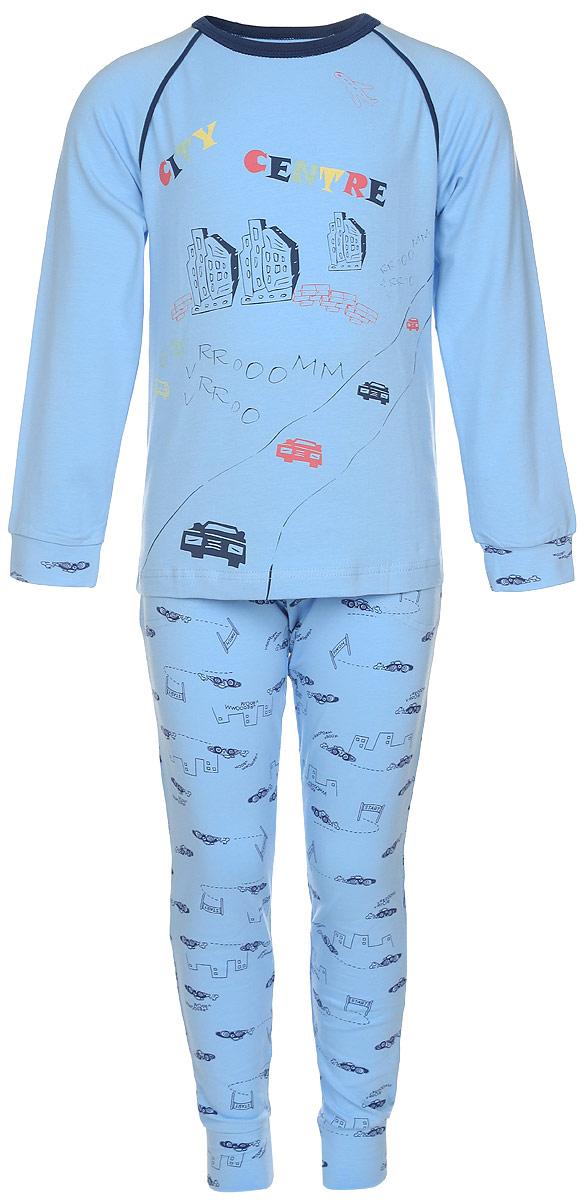 Пижама для мальчика Baykar, цвет: голубой. N9083207-22. Размер 98/104N9083207-22/N9083207A-22Пижама для мальчика Baykar, выполненная из эластичного хлопка, идеально подойдет ребенку для отдыха и сна. Материал изделия мягкий, тактильно приятный, не сковывает движения, хорошо пропускает воздух. Пижама состоит из футболки с длинным рукавом и брюк. Футболка с длинными рукавами-реглан имеет круглый вырез горловины, дополненный бейкой. На рукавах имеются широкие манжеты. Брюки имеют на талии мягкую резинку, благодаря чему они не сдавливают животик ребенка и не сползают. Спереди расположены два втачных кармана. На брючинах предусмотрены широкие манжеты.Пижама оформлена принтом с изображением домов и машинок, а также надписями.В такой пижаме ребенок будет чувствовать себя комфортно и уютно!