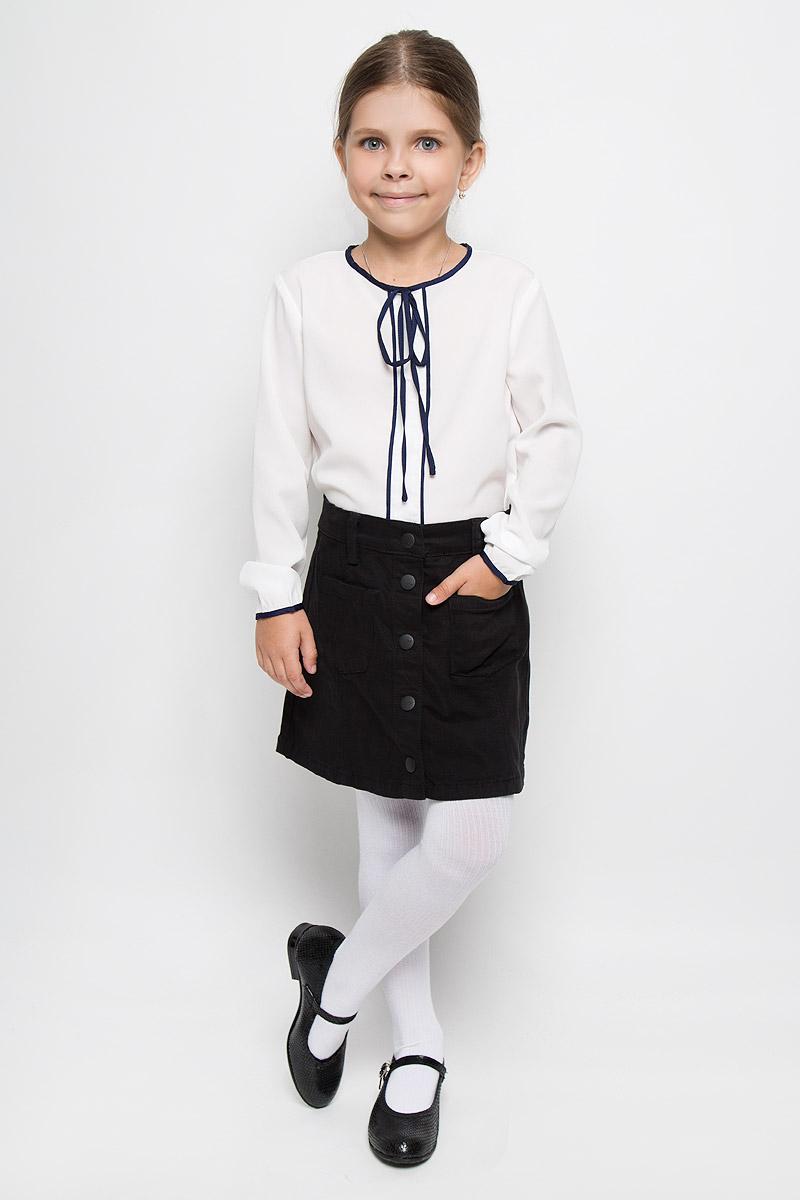 Блузка для девочки Orby School, цвет: белый. 64161_OLG, вар.1. Размер 122, 7-8 лет64161_OLG, вар.1Элегантная блузка для девочки Orby School идеально подойдет для школы. Изготовленная из полиэстера с добавлением вискозы и эластана, она необычайно мягкая, легкая и приятная на ощупь, не сковывает движения и позволяет коже дышать, не раздражает даже самую нежную и чувствительную кожу ребенка, обеспечивая наибольший комфорт.Блузка с круглым вырезом горловины и длинными рукавами сзади застегивается на небольшую пуговичку. Спинка немного удлинена. В боковых швах обработаны разрезы. Модель оформлена кантом и небольшим бантом контрастного цвета.Такая блузка - незаменимая вещь для школьной формы, отлично сочетается с юбками, брюками и сарафанами. Эта модель всегда выглядит великолепно!